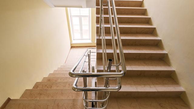 線上百家樂技巧:樓梯纜